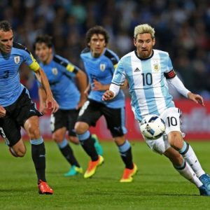 epa05519412 Argentina's Lionel Messi (R) vies for the ball with Uruguay's Diego Godin (L) during the FIFA 2018 World Cup qualifying soccer match between Argentina and Uruguay at Malvinas Argentinas stadium in Mendoza, Argentina, 01 September 2016. EPA/Nicolas Aguilera